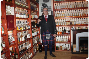 Schotse boodschappen in de Schotse winkel van The World of Scotland in 's-Gravendeel